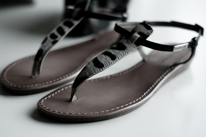 Minimalistic summer sandals Zara les tropeziennes ponyhair leopard tiger print fashion blogger wearing streetstyle