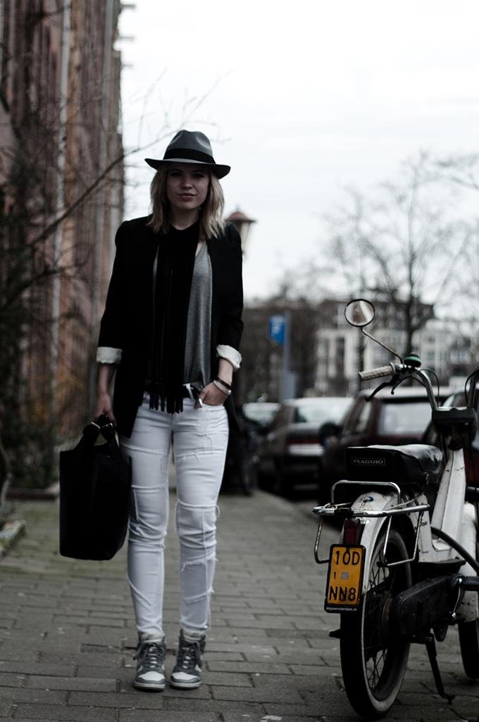 Fashion blogger streetstyle outfit black grey white dark edgy fedora hat