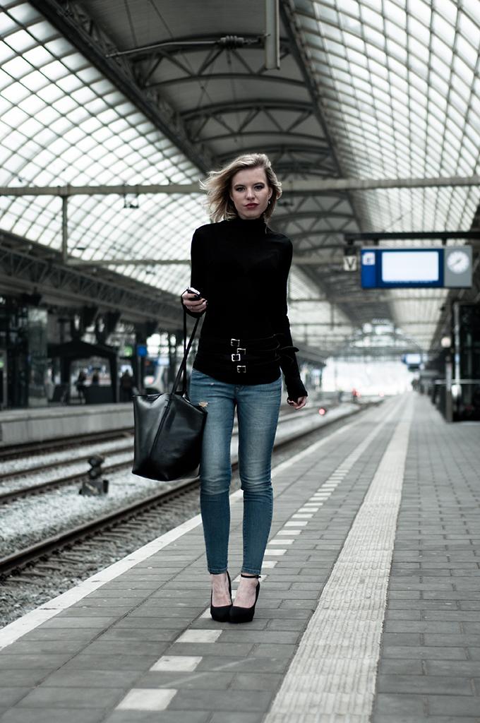 fashion blogger black turtleneck blue jeans outfit