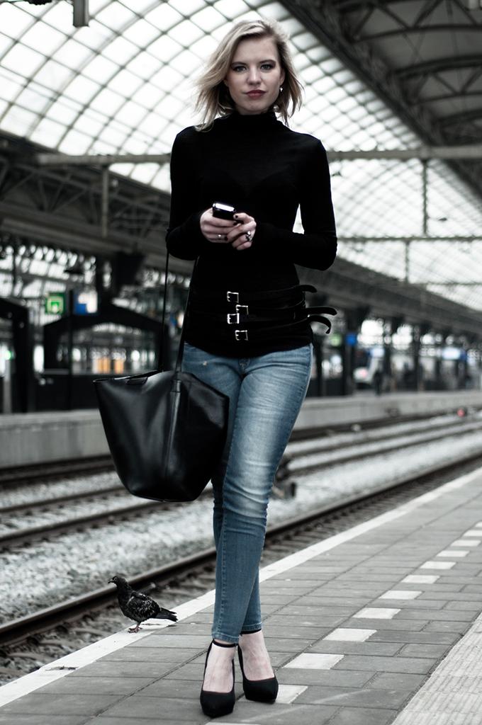 skinny model fashion blogger on the run long legs