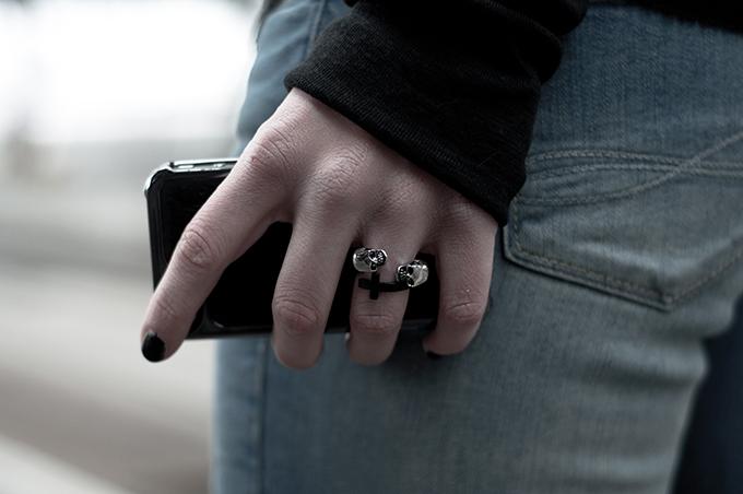 fashion details skull cross ring black iphone ponyhair case
