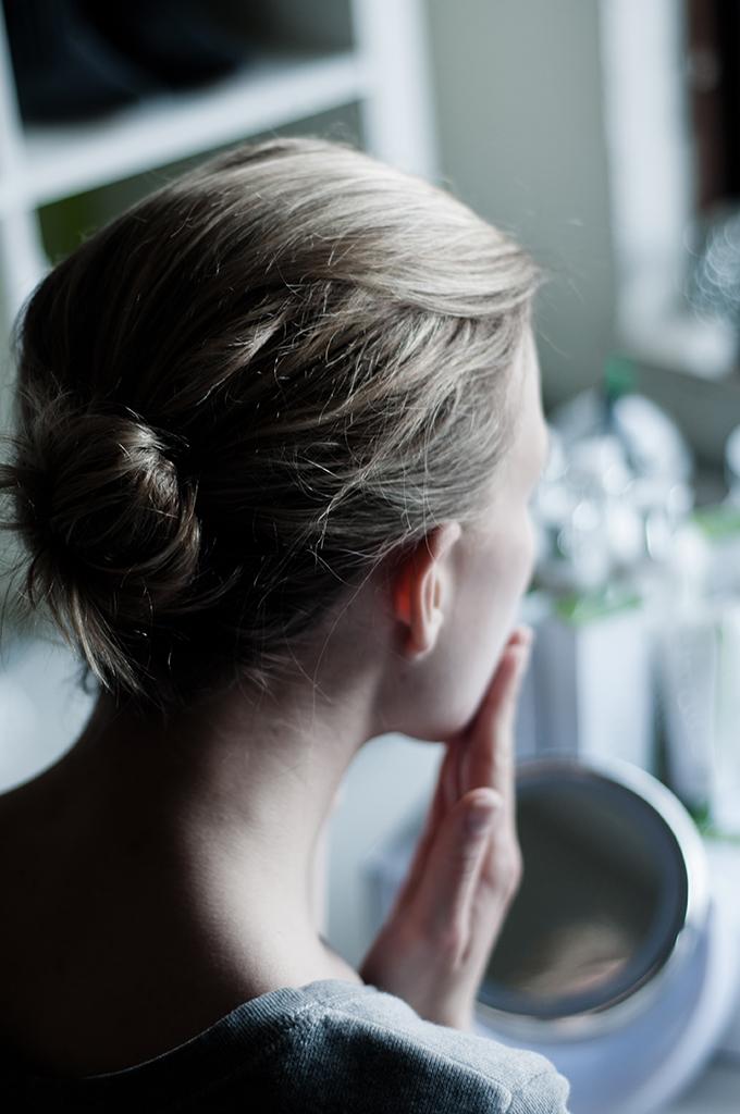 Puravita cosmetics organic face cream day vitilazing blogger test person