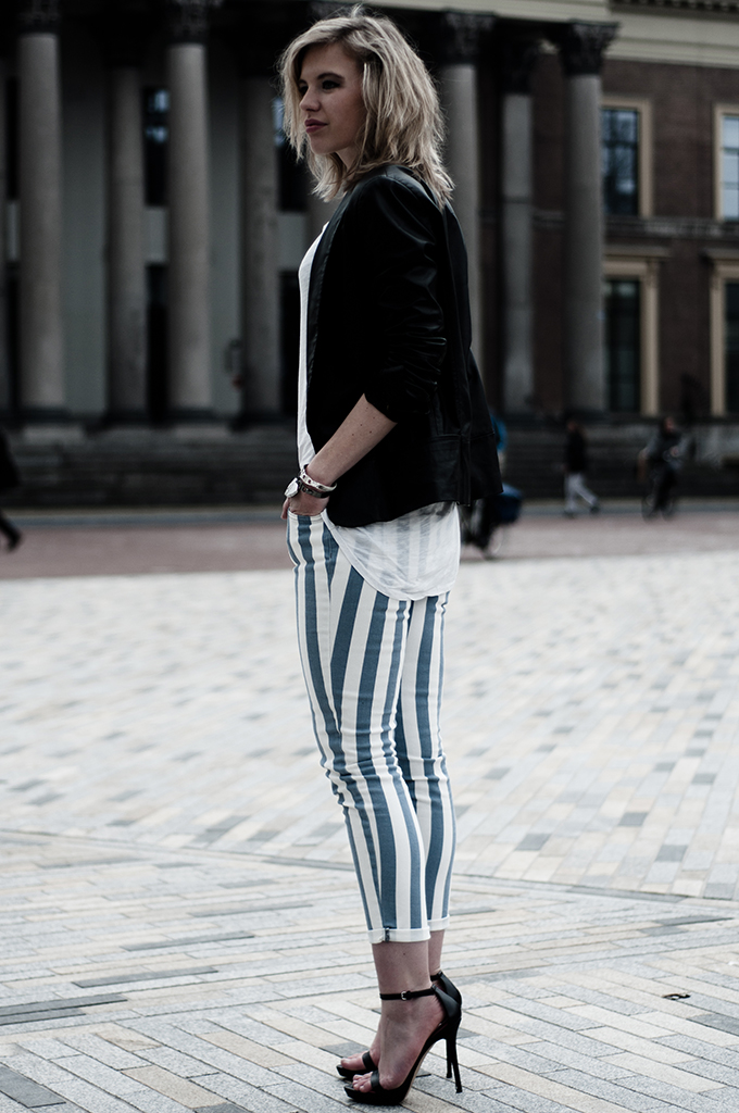 Streetstyle fashion blogger outfit wearing leather vertical stripes