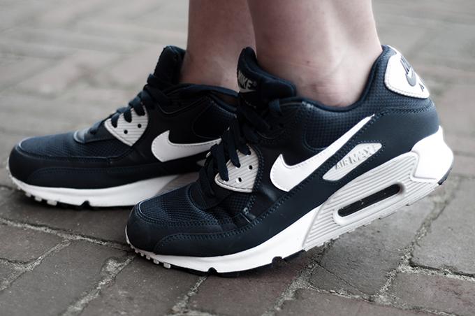 Nike air max 90 blue marine white sneakers chicks on kicks fashion blogger wearing sportsluxe
