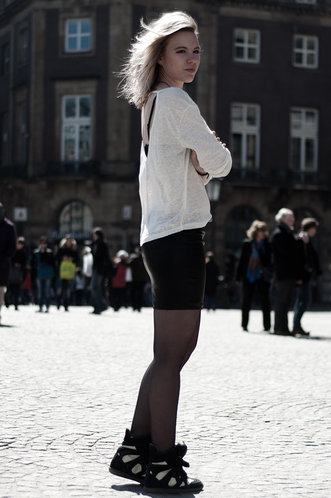 Girl posing streetstyle damsquare Amsterdam rock dark edgy outfit bodycon skirt tights