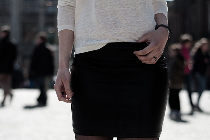 outfit details blogger fashion leather skirt cross rock ring black cream linen tee barrio santo