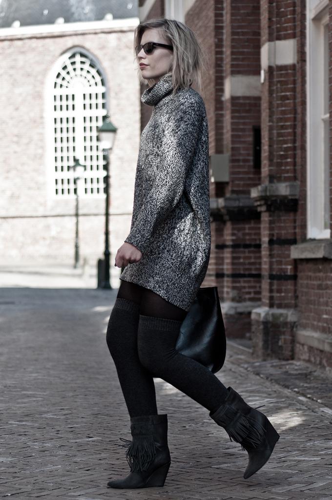 Model fashion inspiration big sweater high angora socks