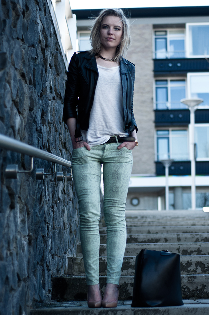 OUTFIT BLOGGER PYTHON JEANS