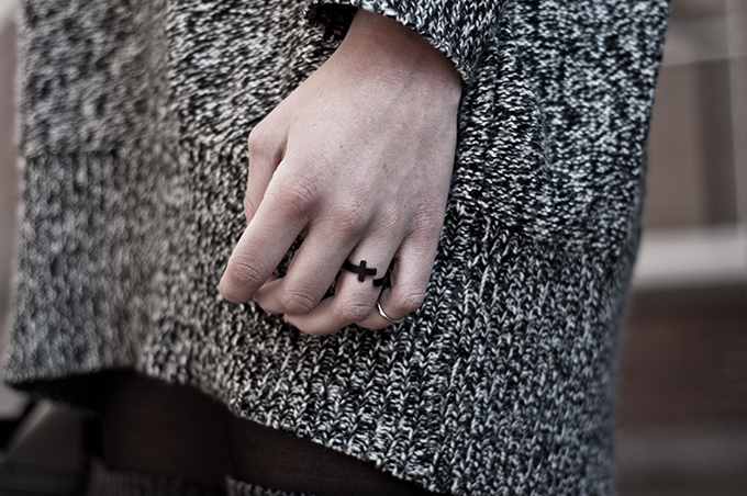 Oversized sweater black cross ring silver above knuckle ring