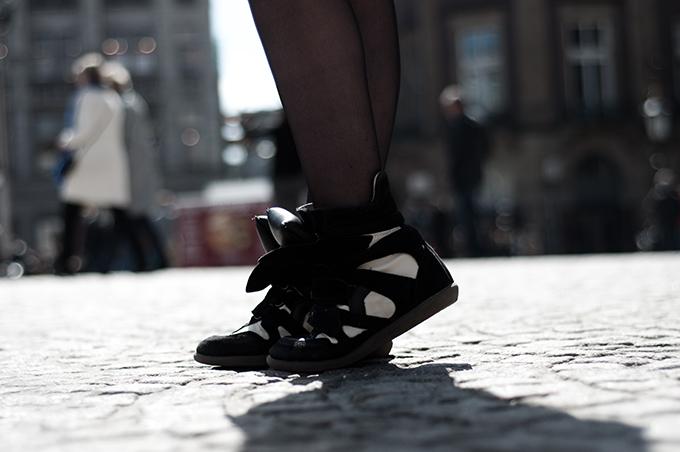 Isabel Marant itemtrend ebay look a like wannabe KO knock off sneaker wedges wearing fashion blogger tights