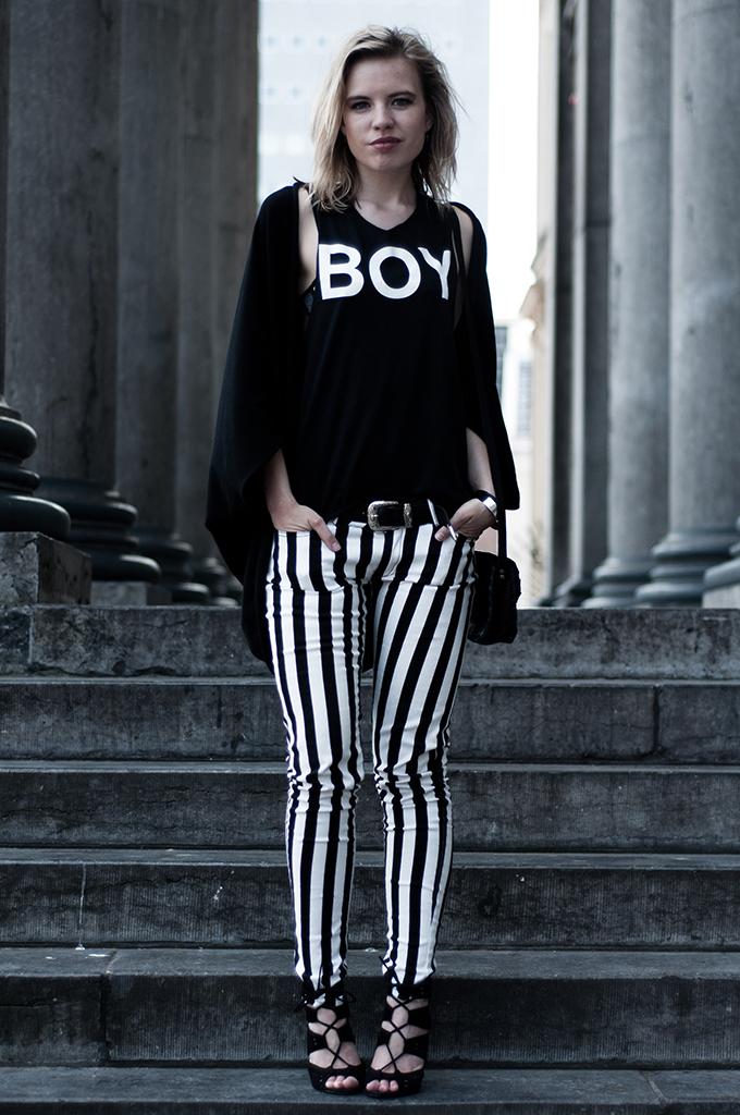 Fashion blogger streetstyle outfit boy london rihanna tee wearing vertical stripes pants