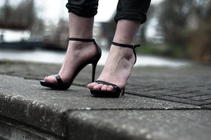 Zara strappy sandals details black minimalistic tappered pants