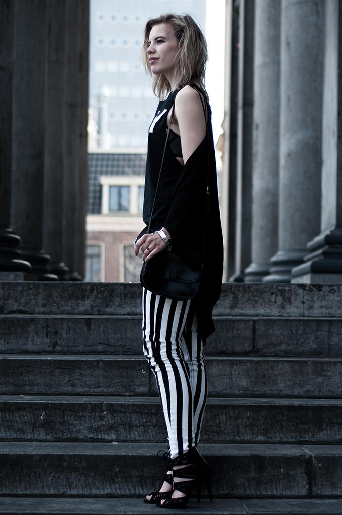 Blond long blogger girl legs vertical stripes pants jeans round cardigan
