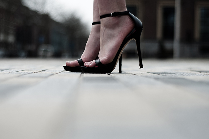 Black leather minimalistic Zara strappy sandals heels details