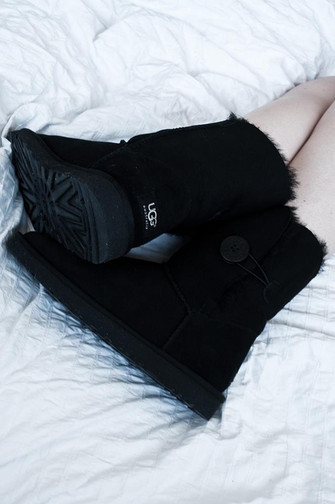 Comfortable UGG Australia Black Short Bailey Button fashion blogger