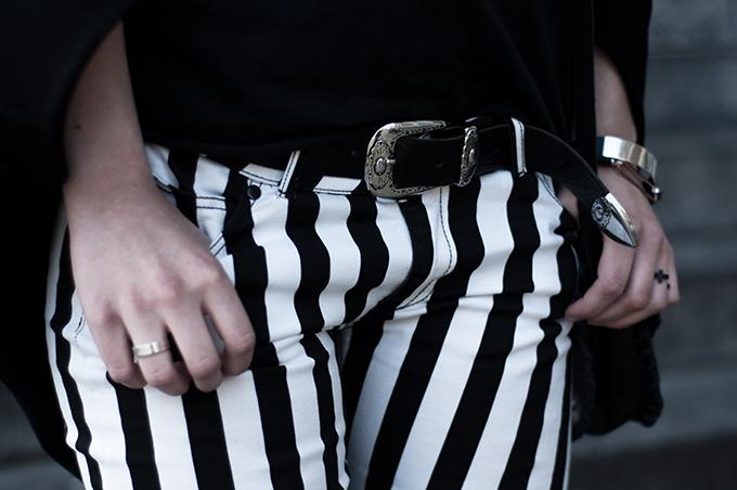 Outfit details fashion blogger rock vertical stripes black white jeans pants cowboy western belt cross ring
