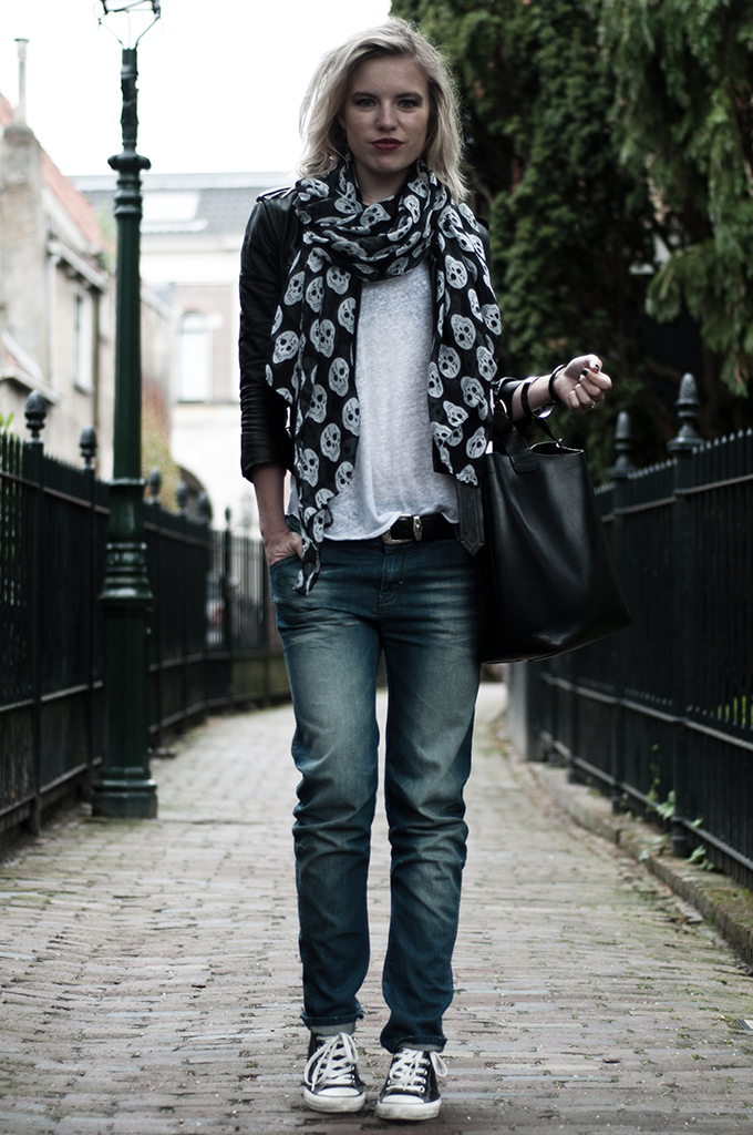outfit rock chick edgy leather baggy boyfriend jeans skulls plain basic white tee dark edgy streetstyle
