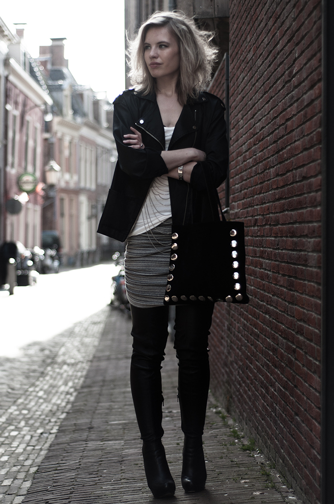 Outfit streetstyle model thigh high overknee boots anna dello russo leather H&M black fashion blogger bodychain rock chick