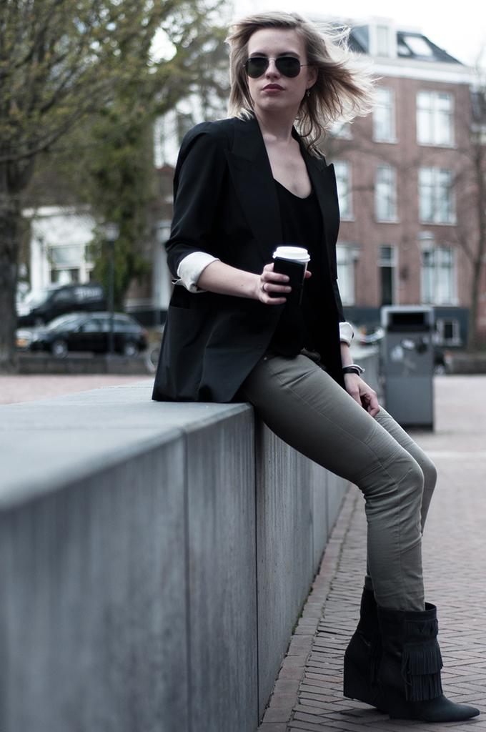 Streetstyle fashion blogger starbucks wearing holding Isabel Marant KO fringe boots ray-ban sunnies sunglasses aviator gunmetal