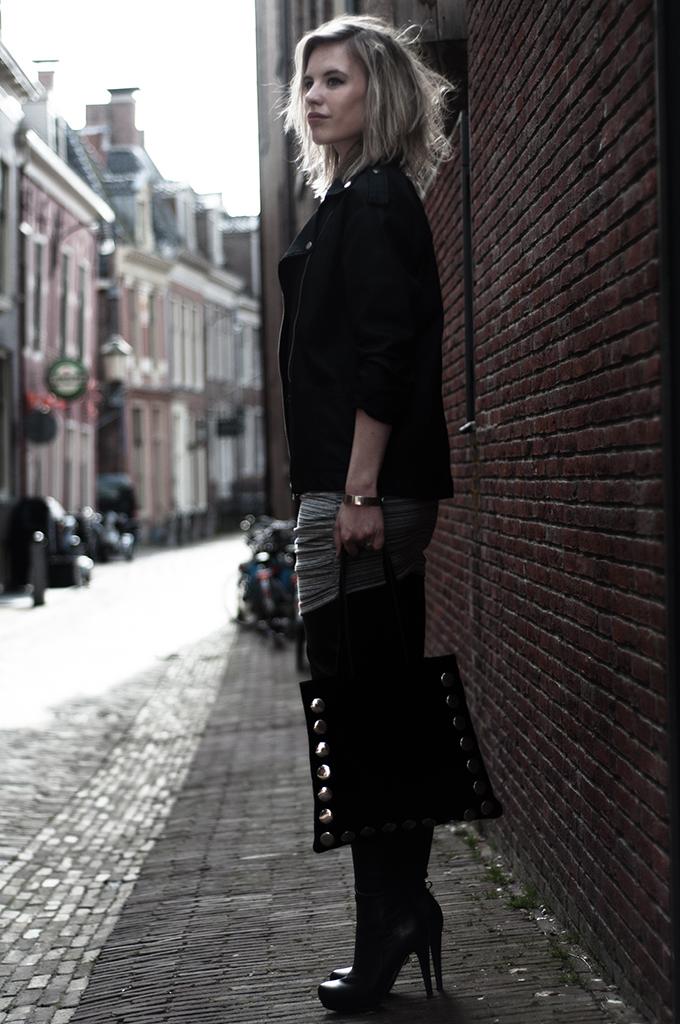 Streetstyle suede shopper Frenchonista Rowan rock chick mango denim coated biker jacket leather overknee boots