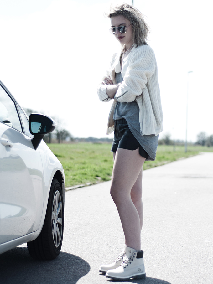 Fashion blogger outfit on the road mountain boats nowhere jacket knitted leather shorts