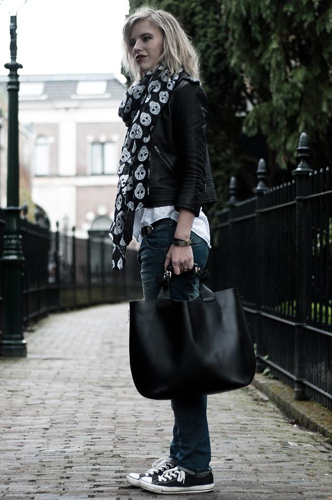 Streetstyle girl wearing leather jacket black skulls scarf baggy oversized denim boyfriend trousers the sting all stars