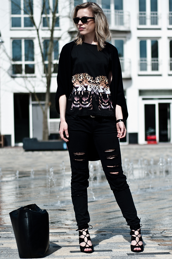 Girl wearing Zara Altuzzara KO lace up black sandals heels ripped distressed black mango jeans skinny tiger faces tee draped cardigan