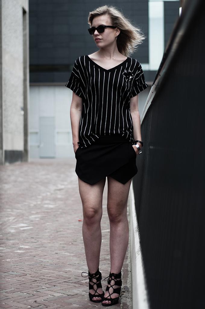 Fashion blogger Rowan Reiding Red Hood wearig outfit all black Leeuwarden H&M baseball sporty sportsluxe