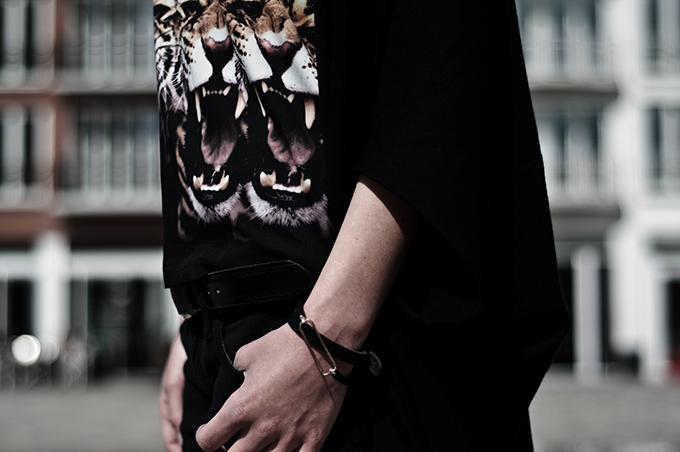 Fashion blogger outfit details leopard tiger heads rawr givenchy KO knock off