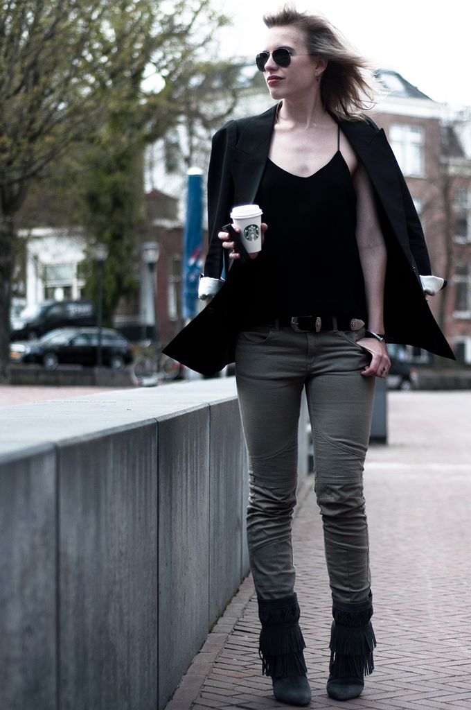 Outfit fashion blogger on the go running errands starbucks coffee cup streetstyle sunnies fringe boots olive green biker pants