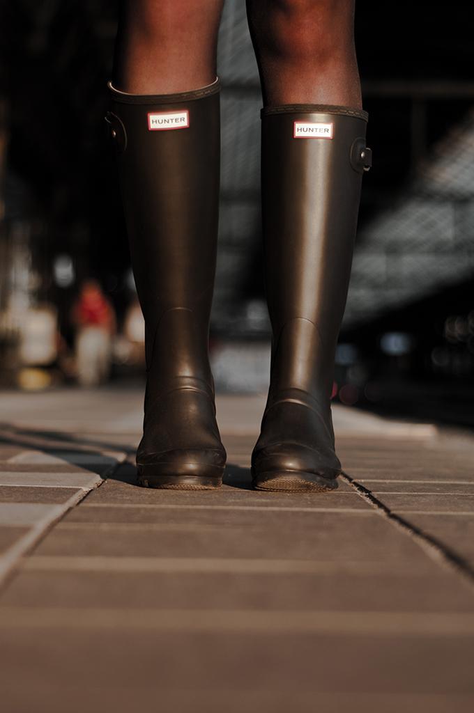 Details Spartoo rainboots wellies wellingtons Hunter matte classic Kate Moss wearing festival