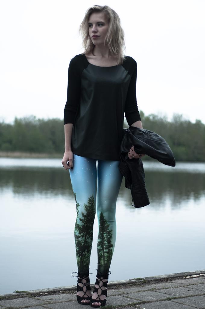 Outfit fashion blogger chicwish wearing aurora sky leggings tights landscape statement black milk