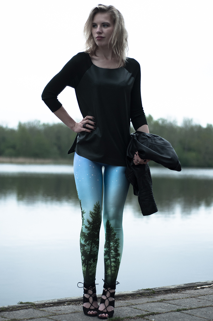 Streetstyle leggings tights chicwish leather asymmetrical top Zara biker leather suede shoes