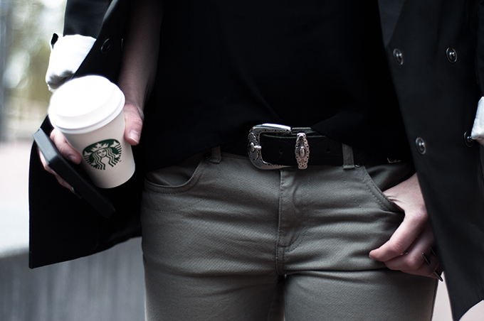 Outfit details girl streetstyle fashion blogger western cowboy belt olive green pants starbucks coffee cup maison martin margiela