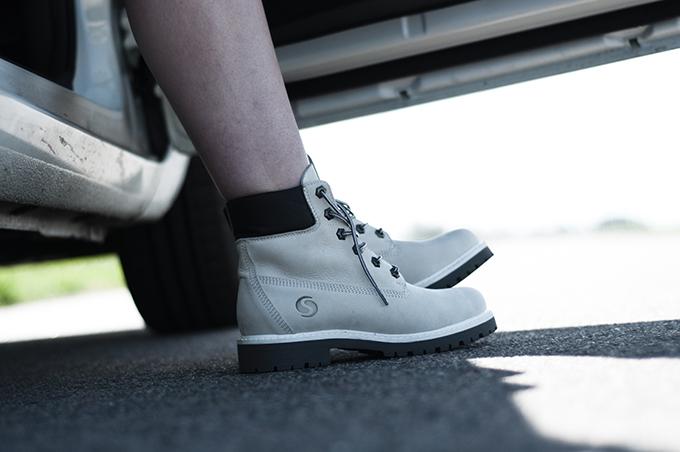 White Sacha mountain boots KO knock off Timberlands fashion blogger wearing