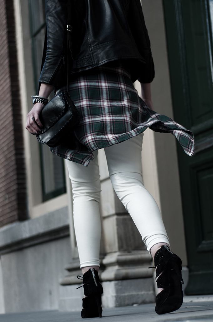 fashion week outfit details blogger streetstyle lumberjack checks checked shirt blouse waist leather black