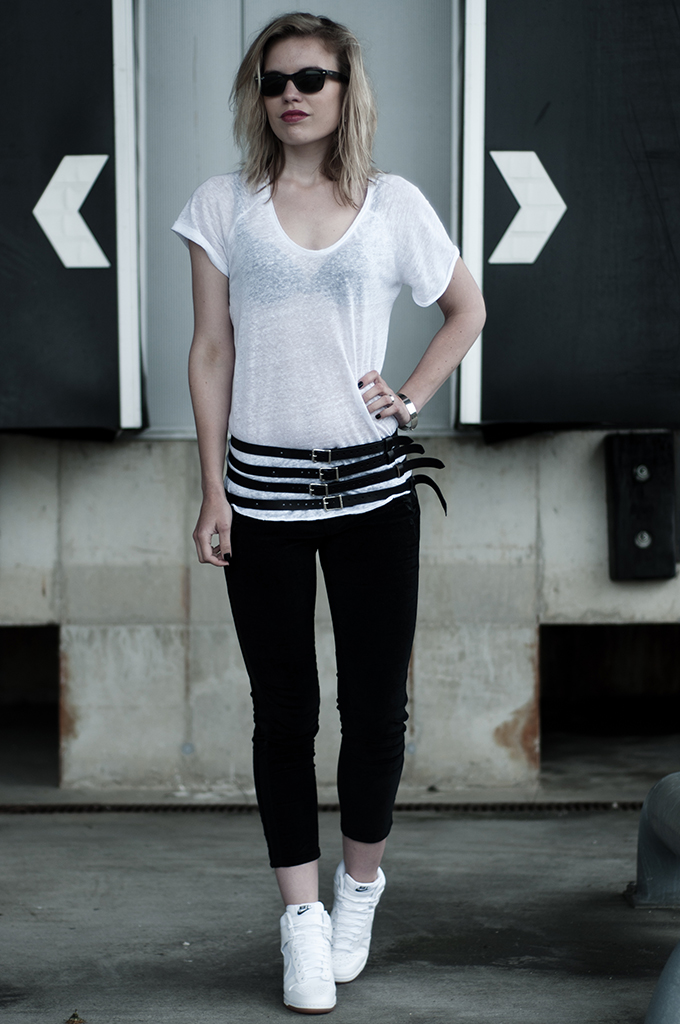 Outfit fashion blogger wearing leather harness belt steampunk waist black all white nike dunk sky high hi wedge sneakers