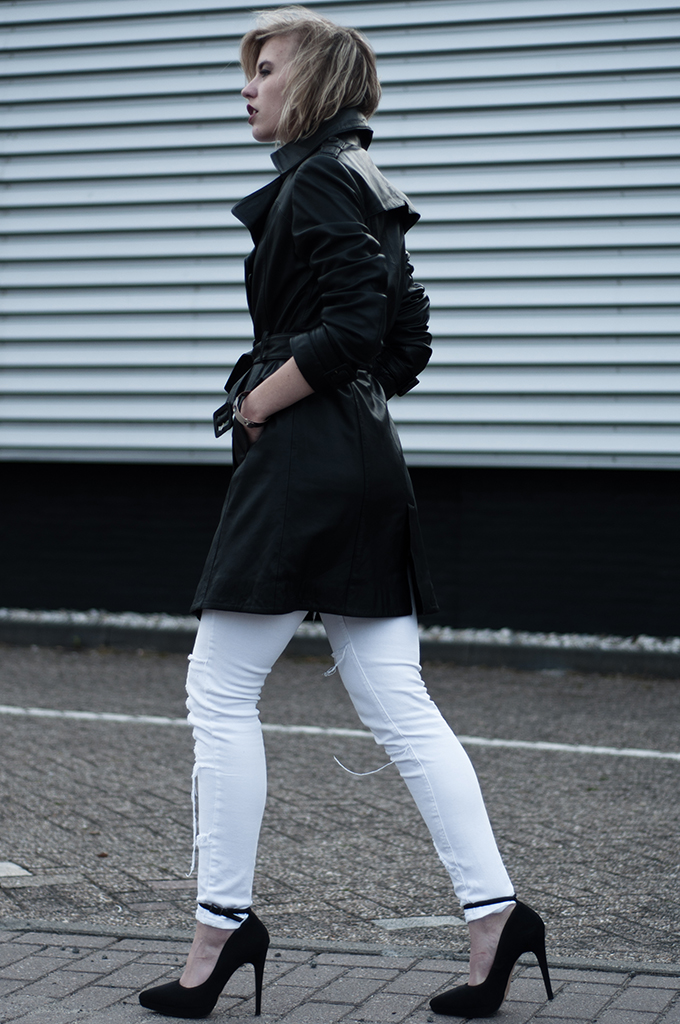 Streetstyle fashion blogger wearing matrix inspector gadget mango long leather trench trencoat coat jacket white skinny patchwork jeans