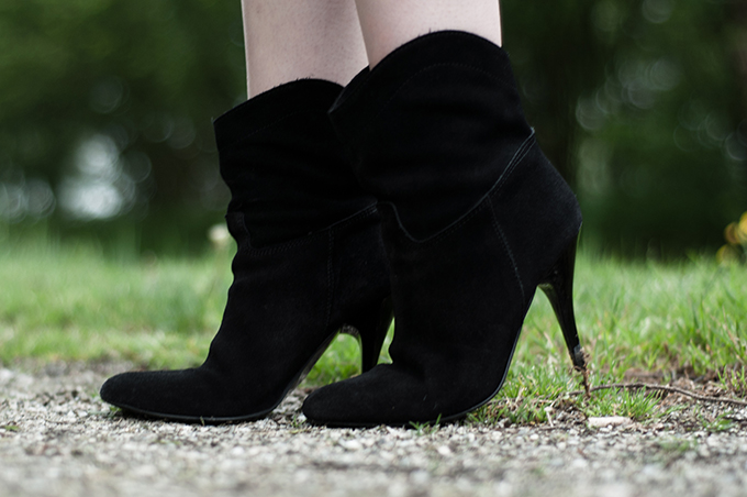 Mango suede western cowboy ankle boots details blogger wearing