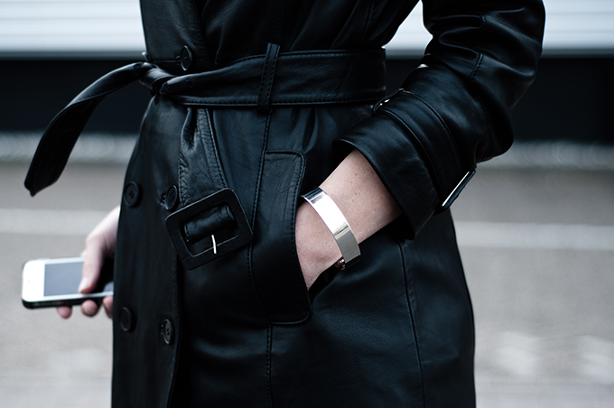 Outfit details leather jacket strappy long trench trenchcoat silver baisic cuff white iphone streestyle