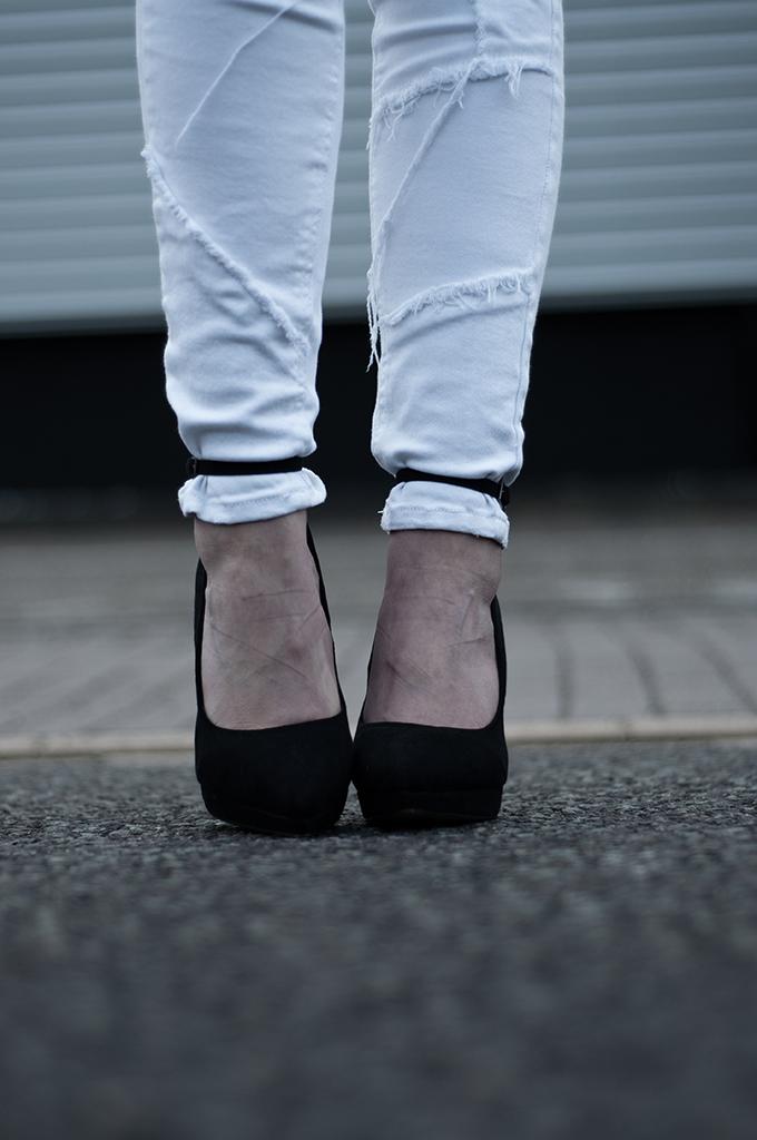 Outfit details white mango patchwork fringe skinny white jeans denim strappy sandals heels pumps suede carvela kurt geiger spartoo