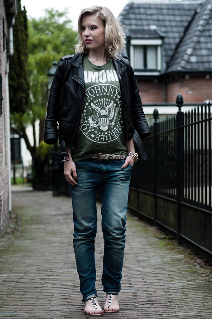Fashion blogger outfit wearing leoaprd leo print sandals animal print leather jacket biker baggy oversized jeans