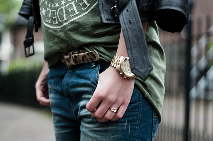 Outfit details fashion blogger gold michael kors watch oversized baggy boyfriend jeans infinity ring