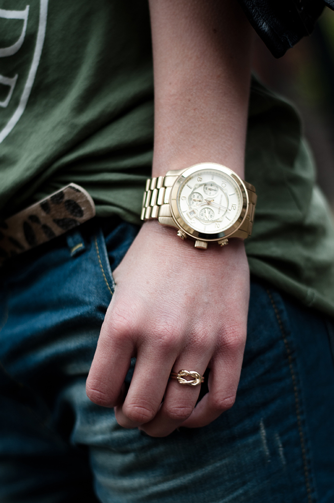 Outfit details streetstyle fashion blogger small leopard belt oversized big michael kors watch gold