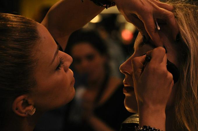 Backstage CoolCat blogger event California Style Amsterdam make up artist fashion tutorial eyeliner show