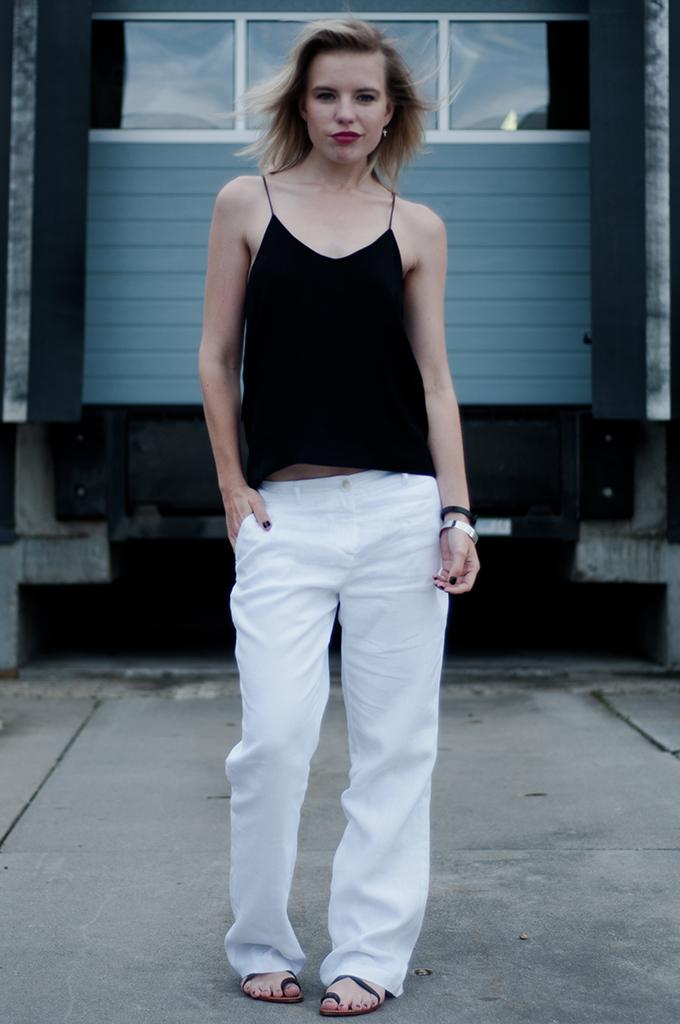 Fashion blogger wearing comfy Céline KO knock off outfit baggy slouchy suit boyfriend pants