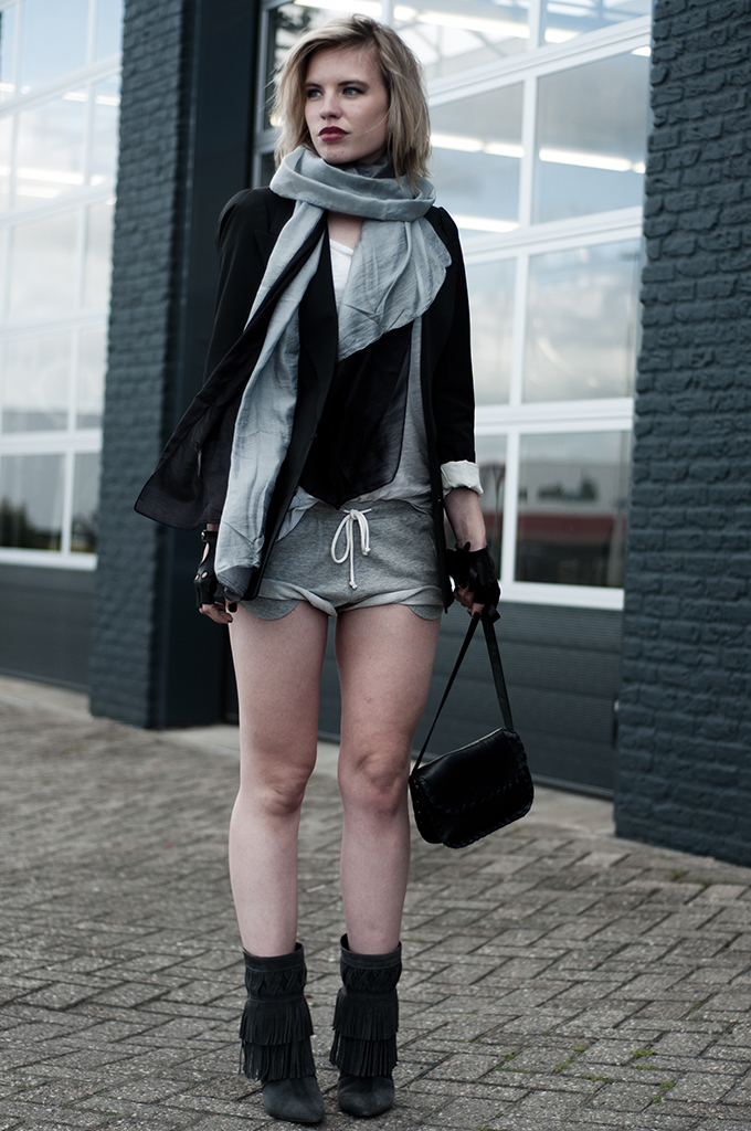 Ombre grey scarf extra long oversized leather cut out fingerless gloves accessorize fashion blogger outfit jogging shorts fringe boots
