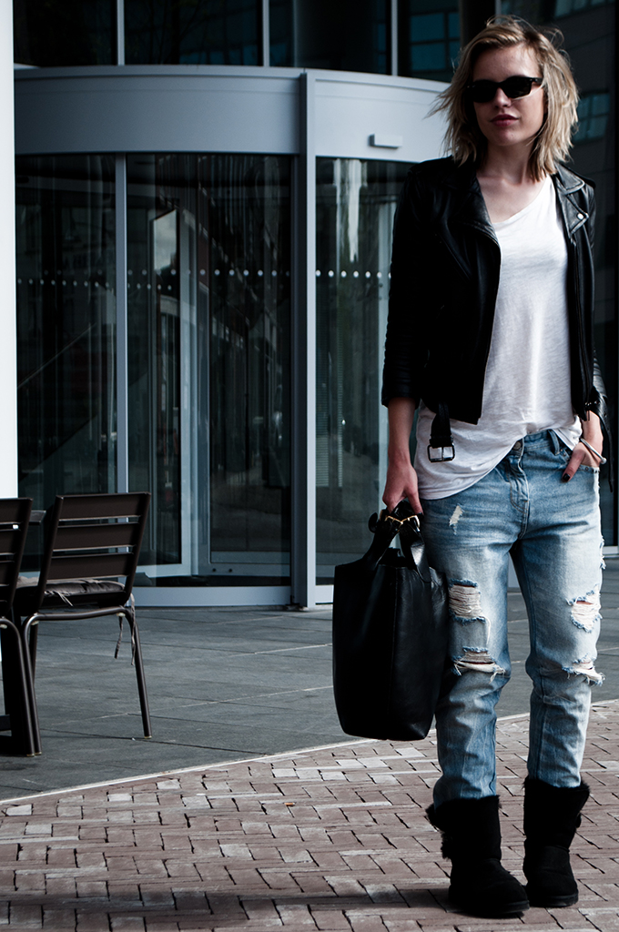 fashion blogger outfit wearing uggs ugg bailey button comfy baggy oversized boyfriend jeans leather jacket biker