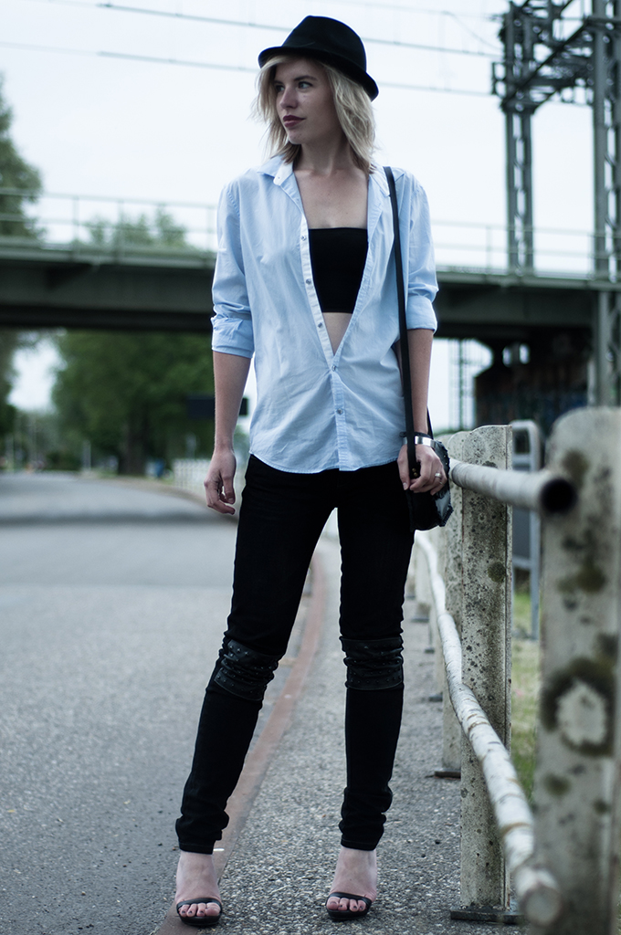 Outfit streetstyle fashion blogger lola brood rock n roll junkie leather jeans bandeau top