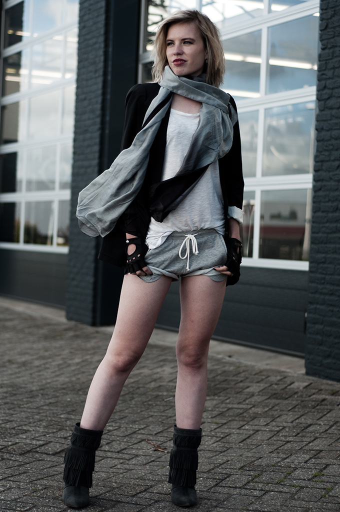 Streetstyle dark rock chick outfit designer maison martin margiela H&M flat jacket blazer ombre silk scarf leather gloves accessorize
